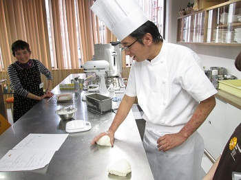 プロが教える楽しく作れるパンとお菓子コース イメージ
